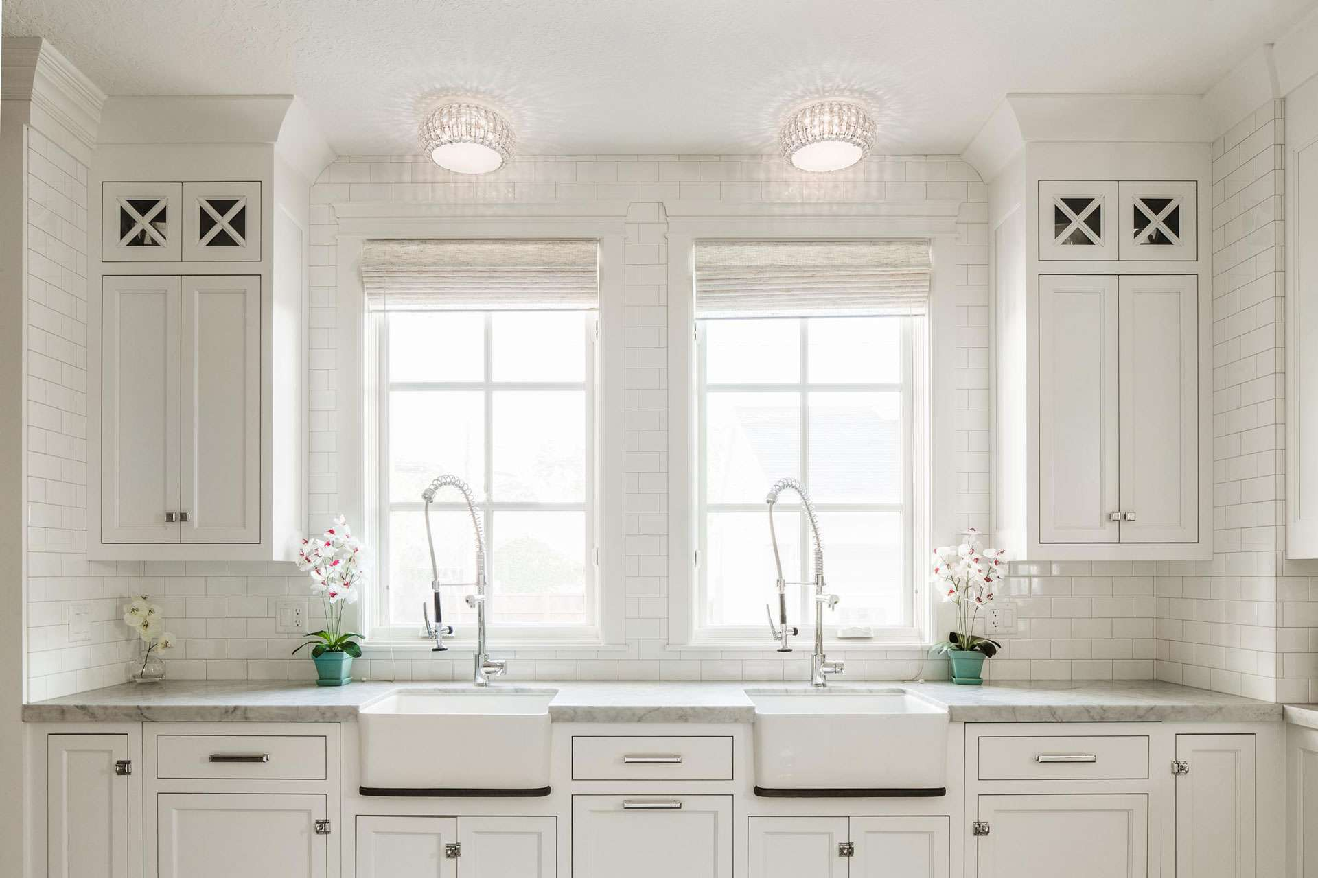 Beautiful white kitchens house of hargrove for Pics of white kitchens