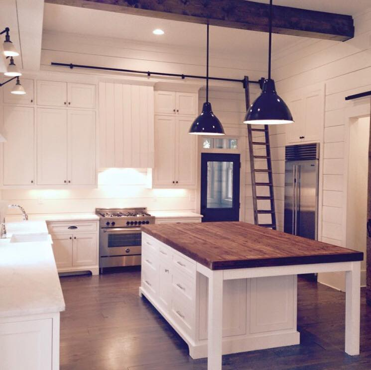 Friday favorites farmhouse kitchens house of hargrove for House kitchen cabinets