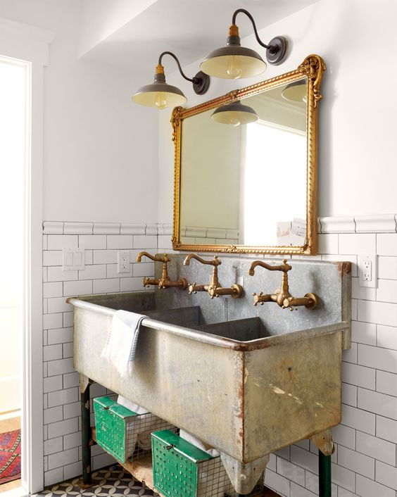 Farmhouse Bathrooms (13)