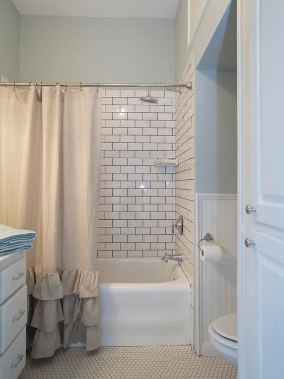 Farmhouse Bathrooms (16)
