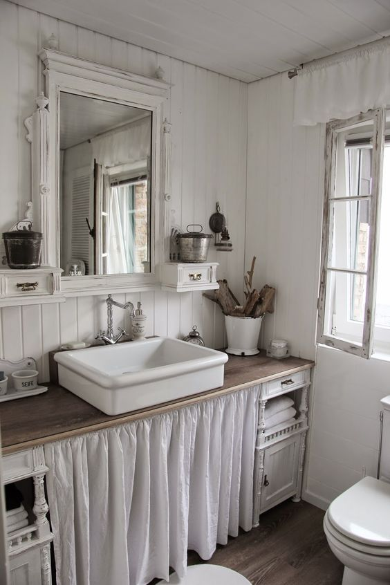 Farmhouse Bathrooms (22)