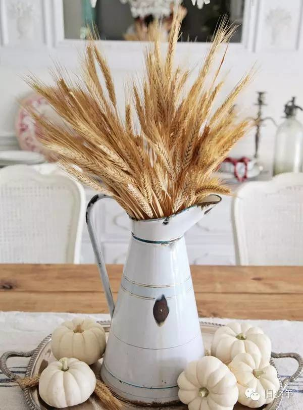 French Farmhouse Fall Centerpiece, Decorating with Pumpkins