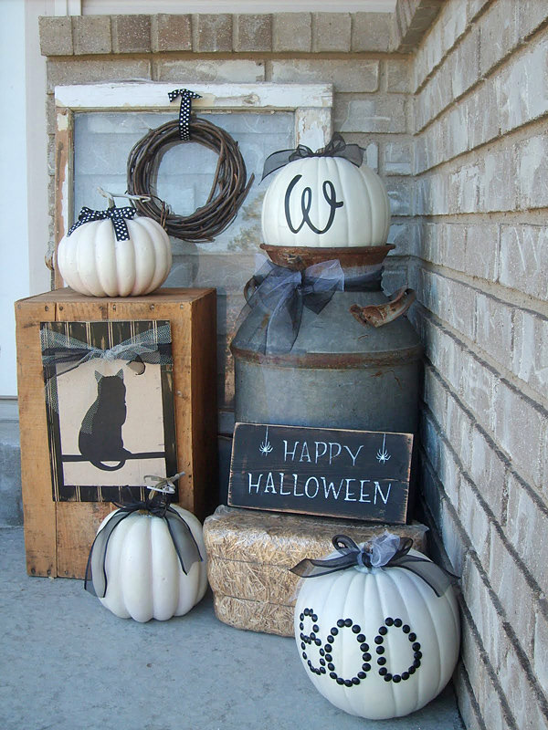 Craft Critters, Halloween Front Porch Ideas via House of Hargrove