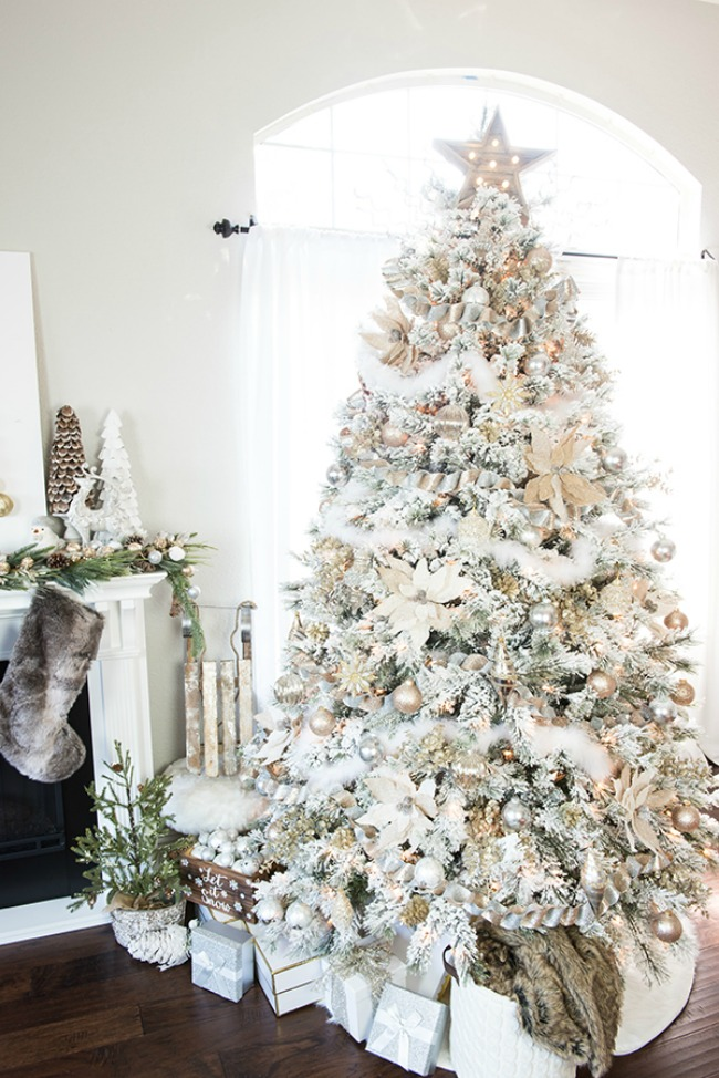 A Pumpkin and a Princess, Gorgeous Christmas Trees via House of Hargrove