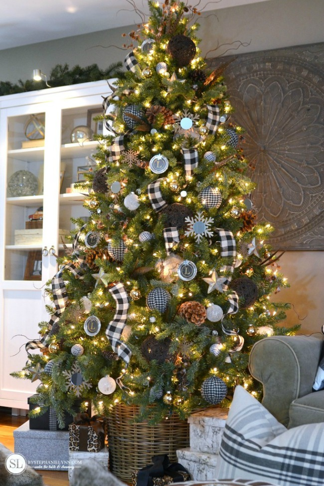 By Stephanie Lynn, Gorgeous Christmas Trees via House of Hargrove