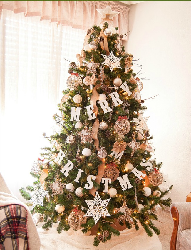 Titi Crafty, Gorgeous Christmas Trees via House of Hargrove