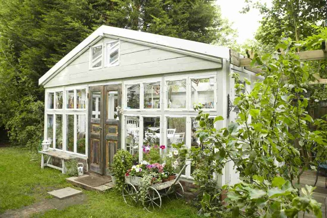 via Home & Garden, She Sheds via House of Hargrove