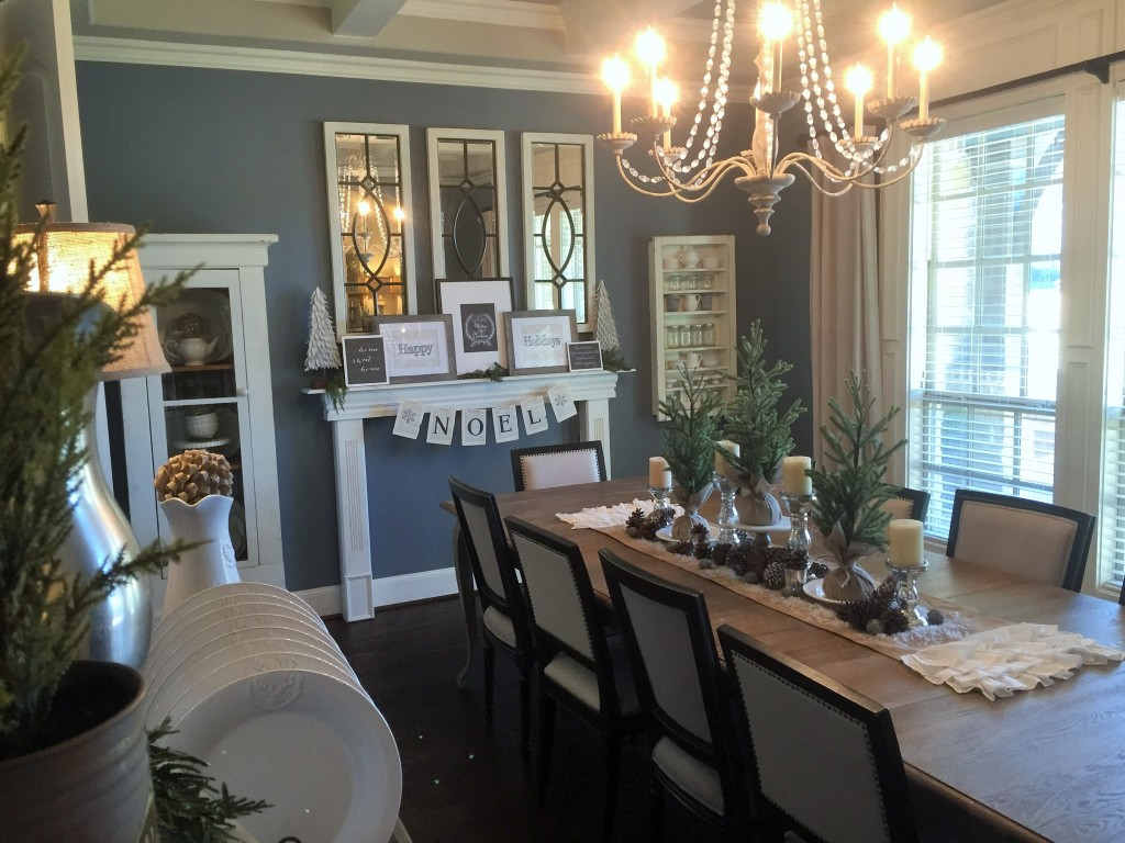 Holiday home tour house of hargrove for 10 x 12 dining room