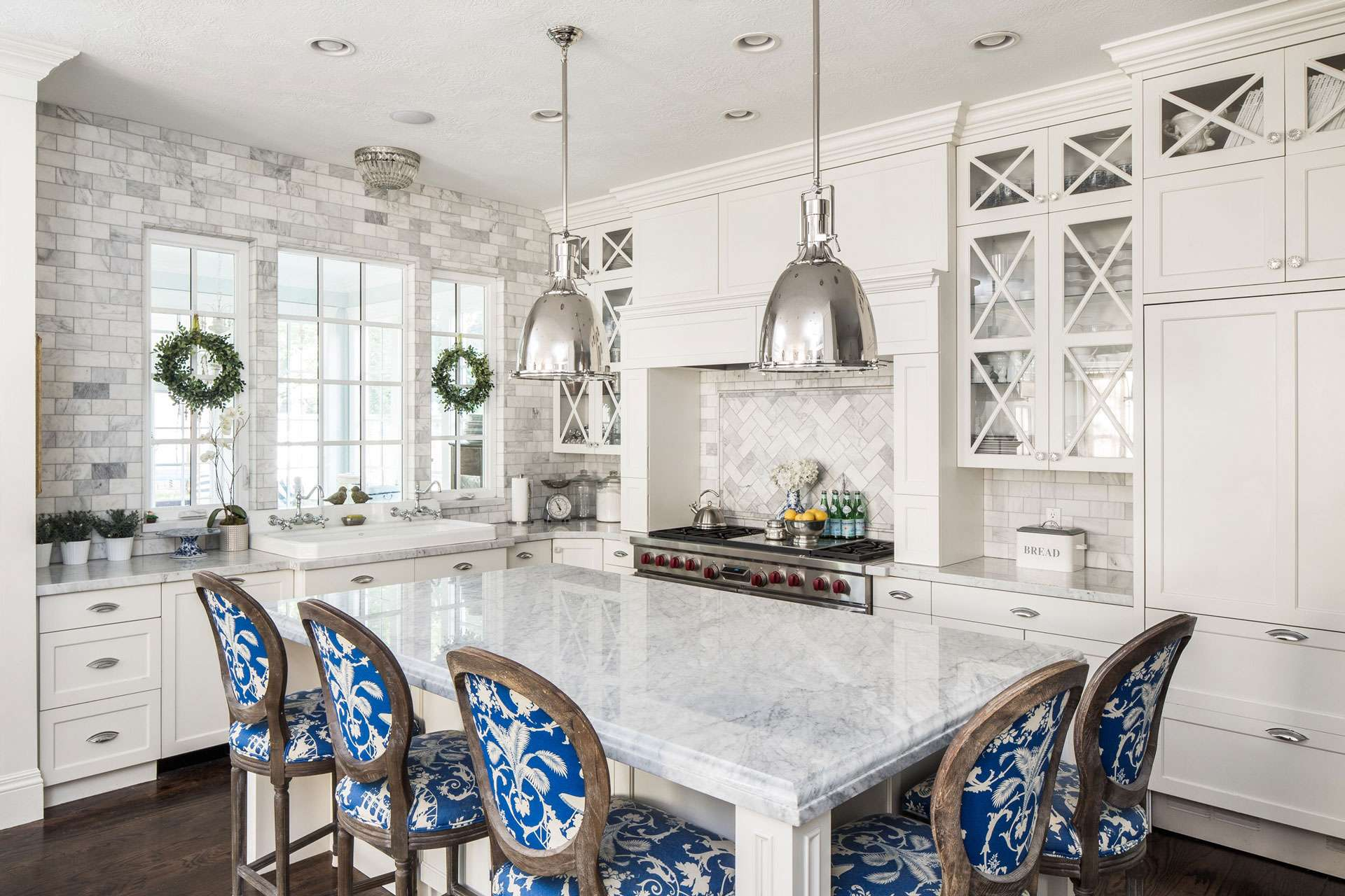 White Kitchen And Bar Stools