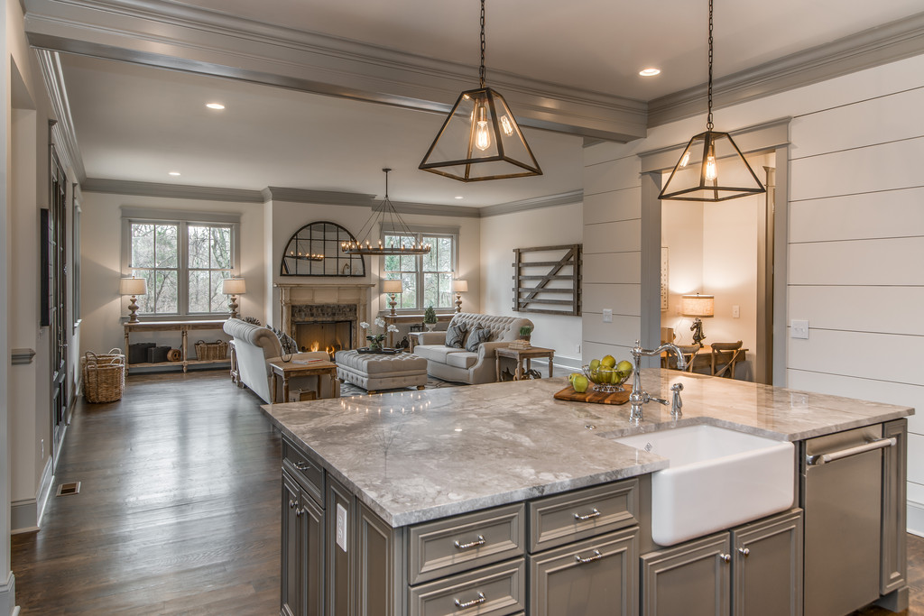 Friday favorites farmhouse kitchens house of hargrove for Farm style kitchen designs