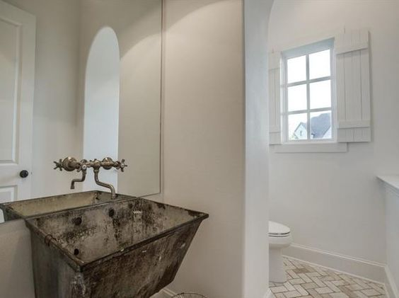 Farmhouse Bathrooms (10)