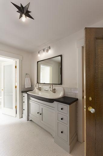 Farmhouse Bathrooms (17)