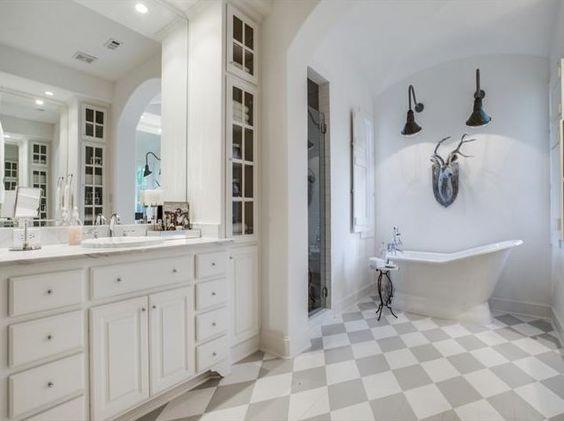 Farmhouse Bathrooms (3)