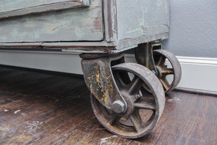 antique-counter-15-750x500