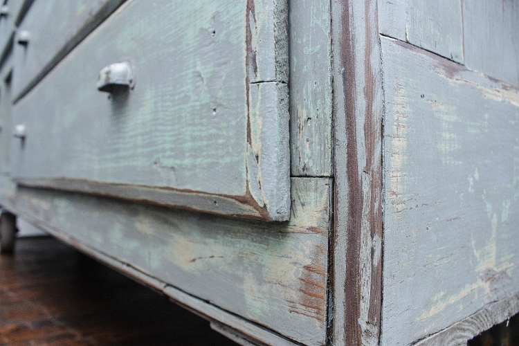 antique-counter-16-750x500