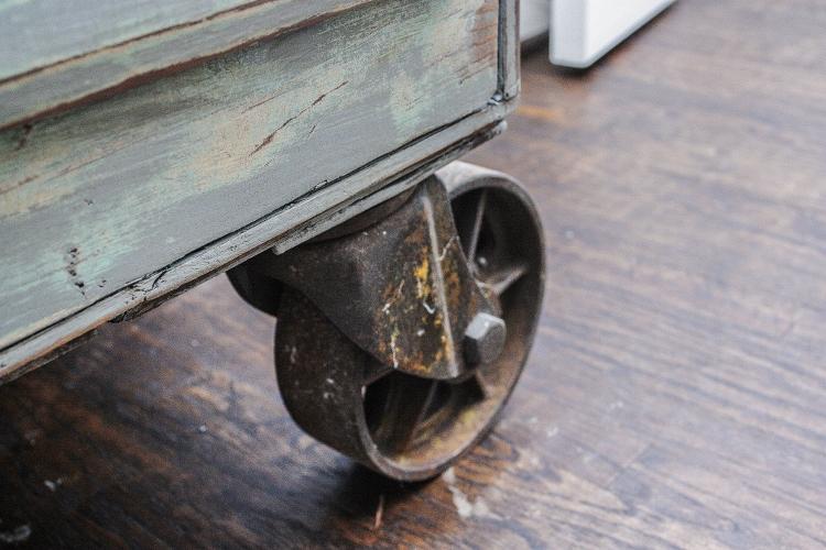 antique-counter-9-750x500