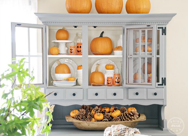 Display Pumpkins in Glass Cabinets, Decorating with Pumpkins