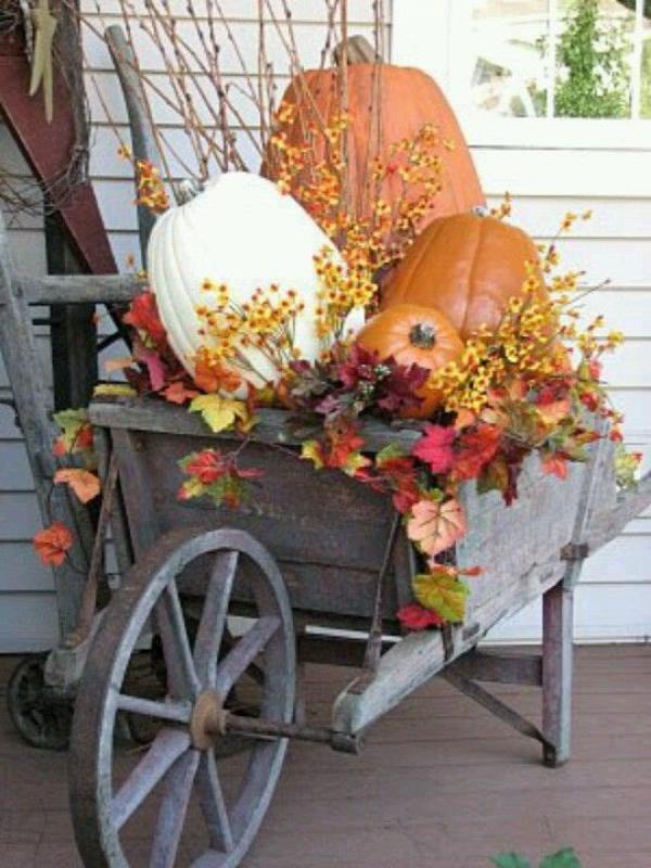 Wheelbarrow Display, Decorating with Pumpkins