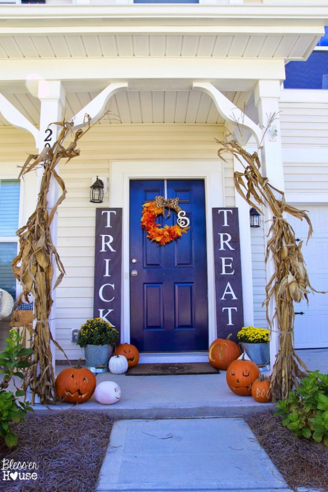 Bless'er House, Halloween Front Porch Ideas via House of Hargrove