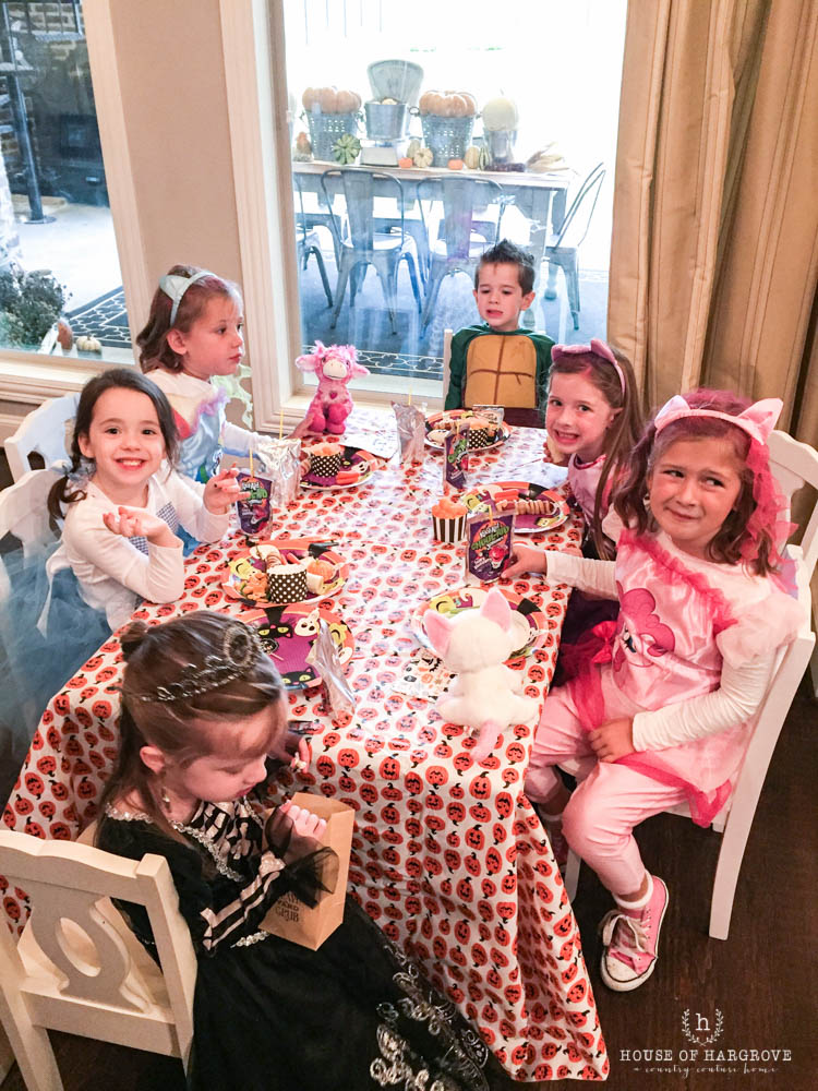 trick-or-treat-halloween-party-14