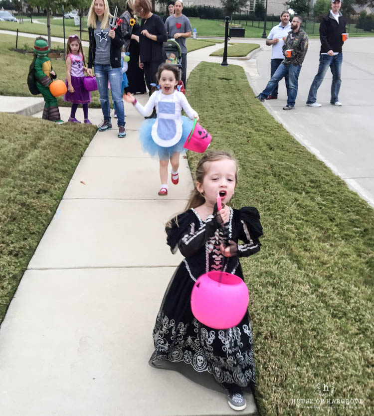 trick-or-treat-halloween-party-15