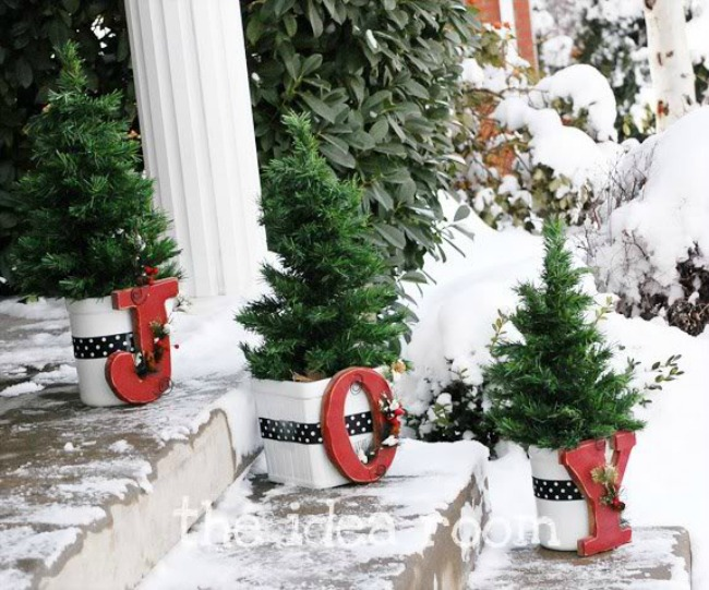 The Idea Room, Christmas Porches via House of Hargrove