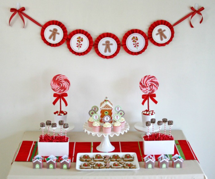Gingerbread House Decorating Party, Christmas Tablescapes / Party Ideas