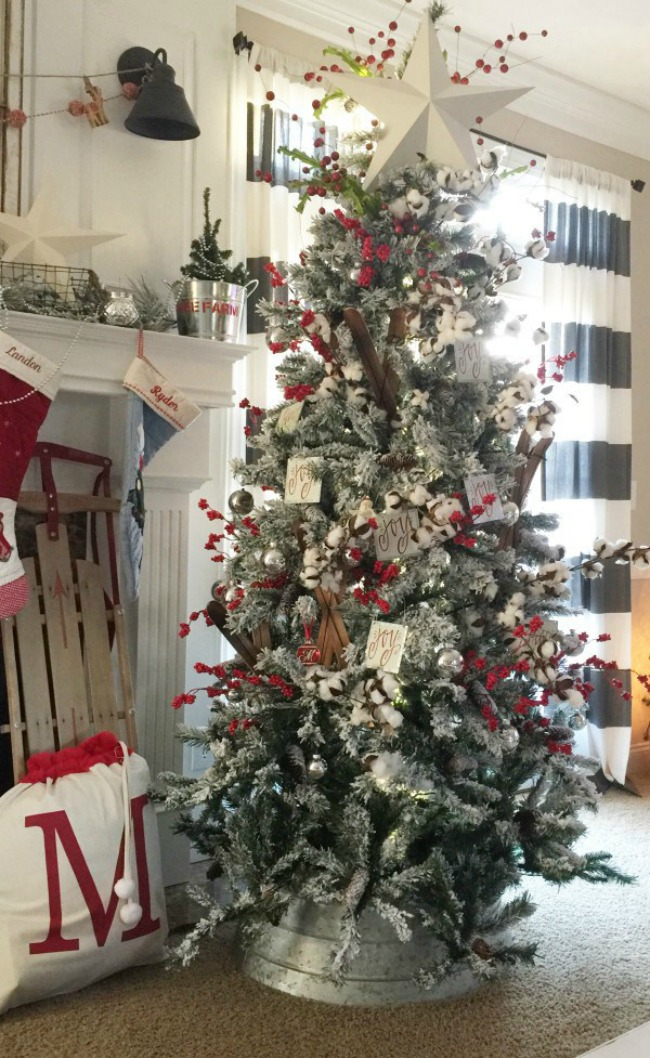 The Hamby Home, Gorgeous Christmas Trees via House of Hargrove