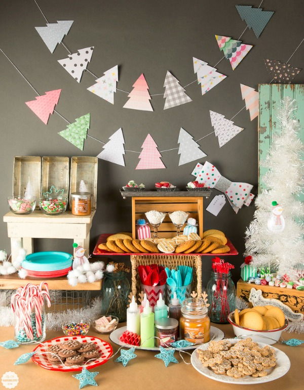 Holiday Cookie Decorating Party, Christmas Tablescapes / Party Ideas via House of Hargrove