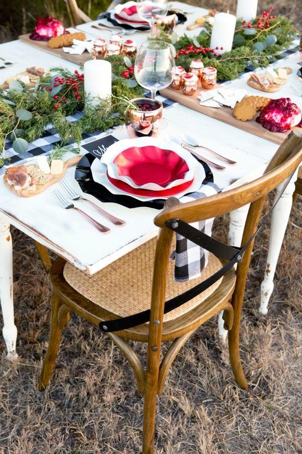Lillian Hope Designs, Christmas Tablescapes / Party Ideas via House of Hargrove