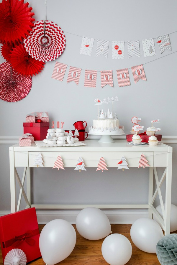 Merry & Bright Christmas Party, Christmas Tablescapes / Party Ideas via House of Hargrove