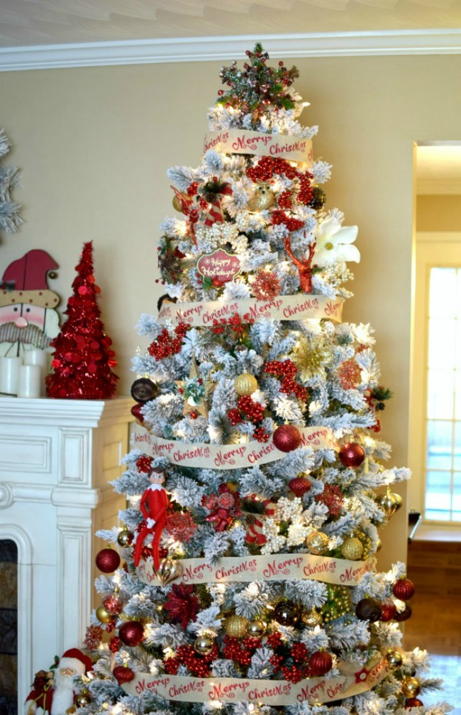 Pretty My Party, Gorgeous Christmas Trees via House of Hargrove
