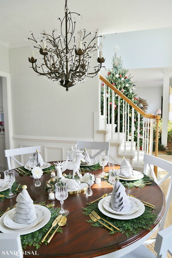 Sand and Sisal, Christmas Tablescapes / Party Ideas via House of Hargrove