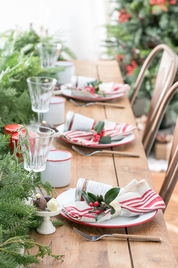 Sugar and Charm, Christmas Tablescapes / Party Ideas via House of Hargrove