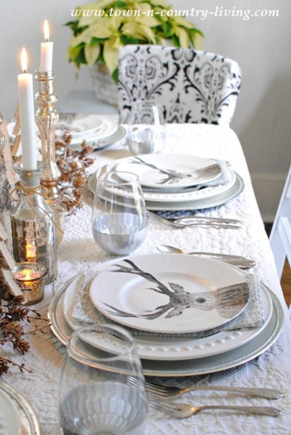 Town n Country, Christmas Tablescapes / Party Ideas via House of Hargrove