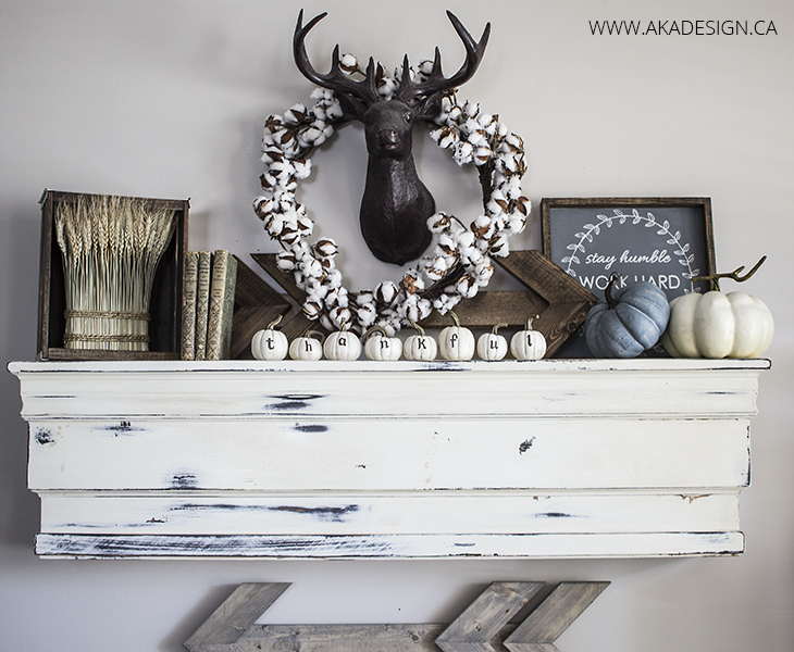 All these Farmhouse Fall Mantels are beautiful!