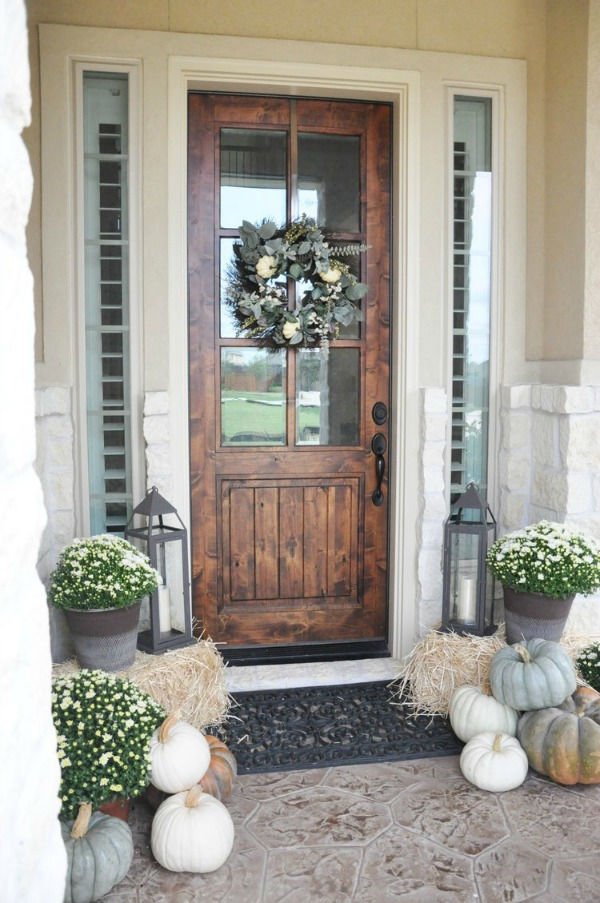 Get your front porch ready for fall with some amazing Fall Front Porch Inspiration!