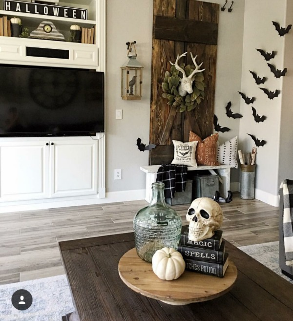 34 Halloween Home Decore Ideas: Farmhouse Halloween Decor