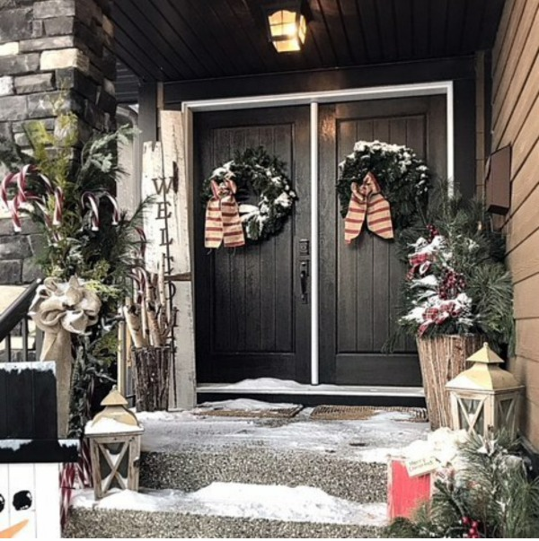 There is no shortage of inspiration here for those amazing Christmas Front Porches!