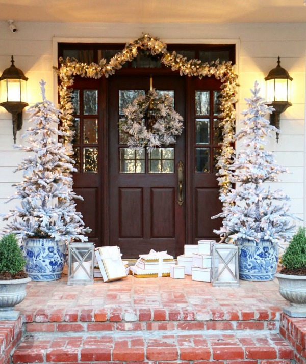 There is no shortage of major inspiration for those amazing Christmas Front Porches!