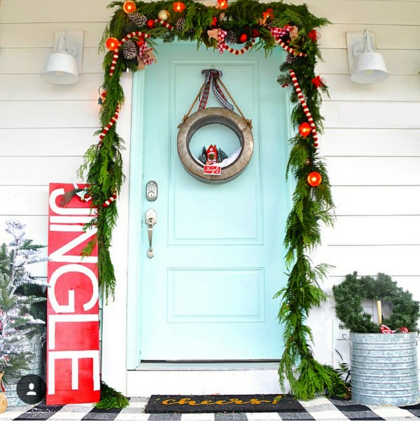 There is no shortage of inspiration right here for those amazing Christmas Front Porches!