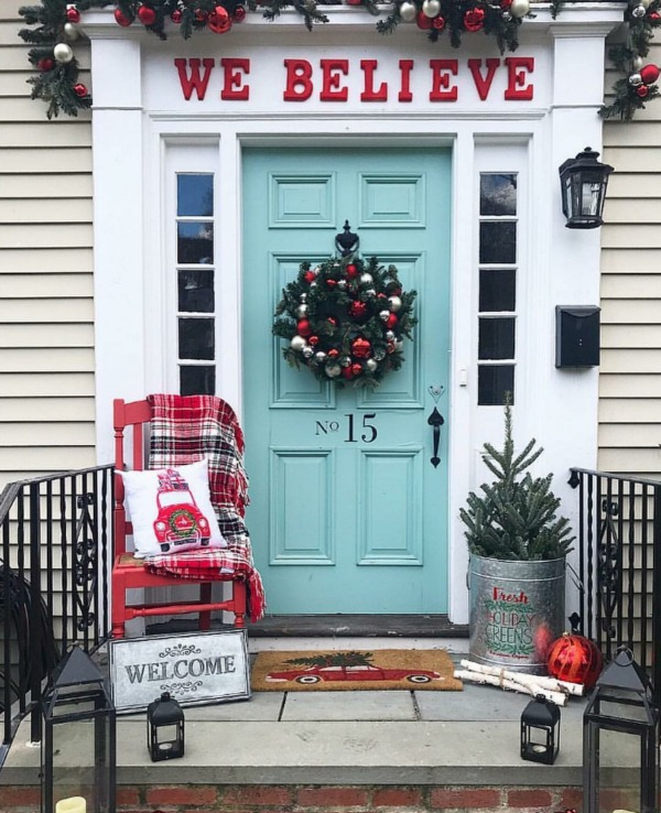 There is no shortage of amazing Christmas Front Porches here!