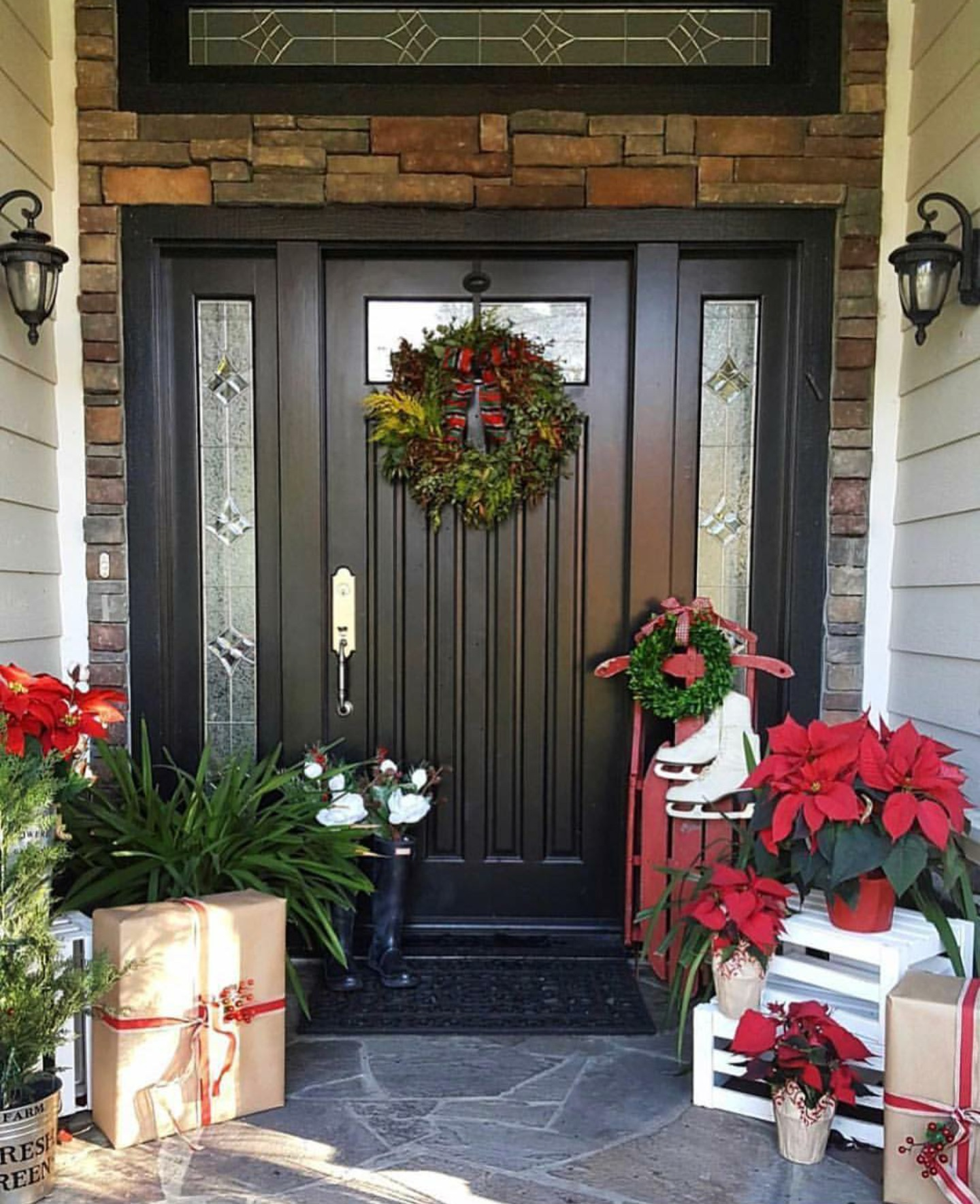 There is no shortage of major inspiration right herefor those amazing Christmas Front Porches!