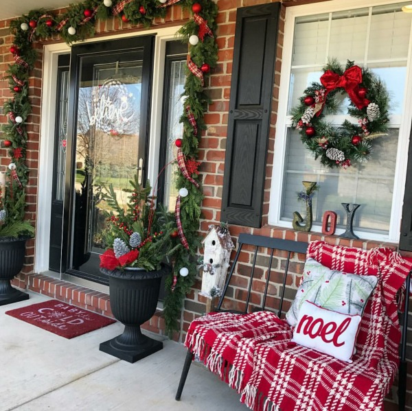There is no shortage of major inspiration here for amazing Christmas Front Porches!