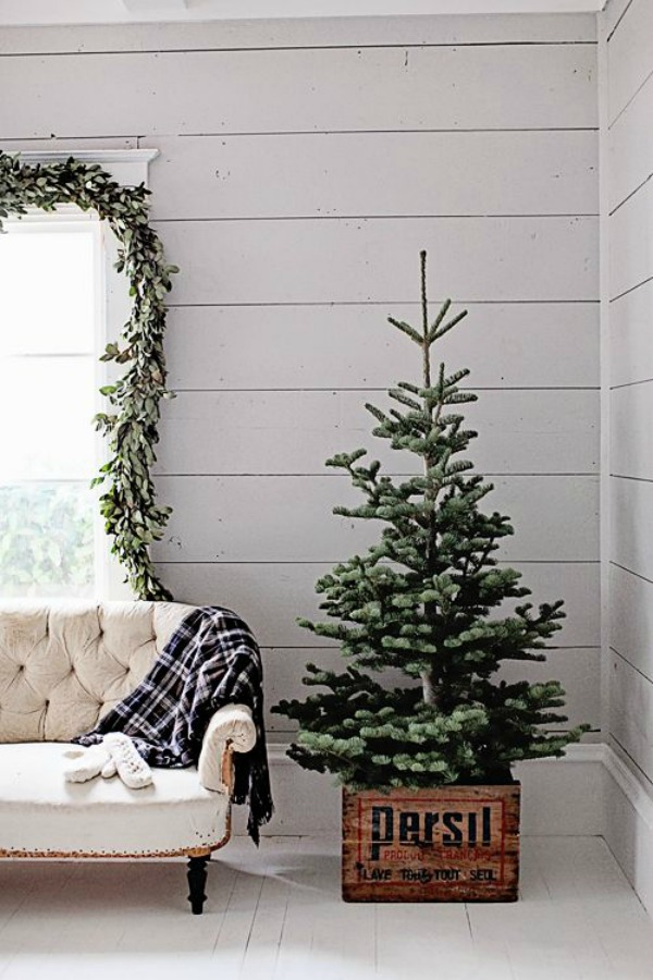 Check out all the ideas for fabulous Farmhouse Christmas Decor!