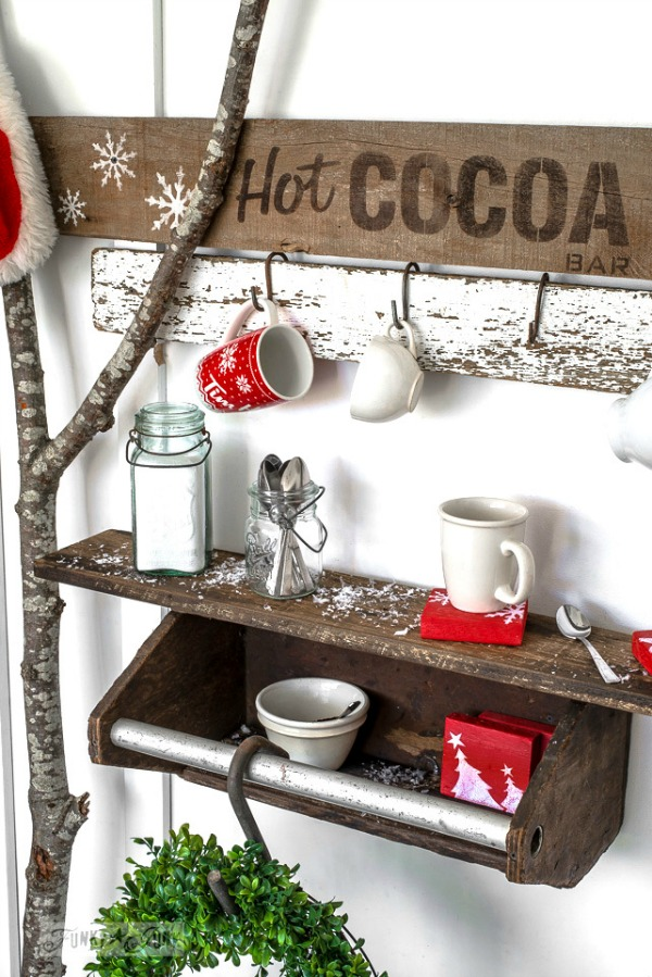 Come check out all the ideas for fabulous Farmhouse Christmas Decor!