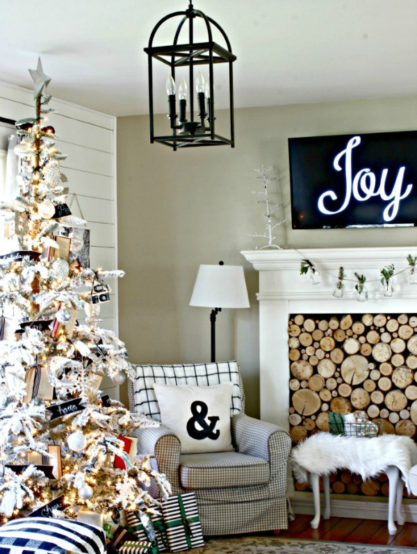 Check out our blog post for some ideas of fabulous Farmhouse Christmas Decor!