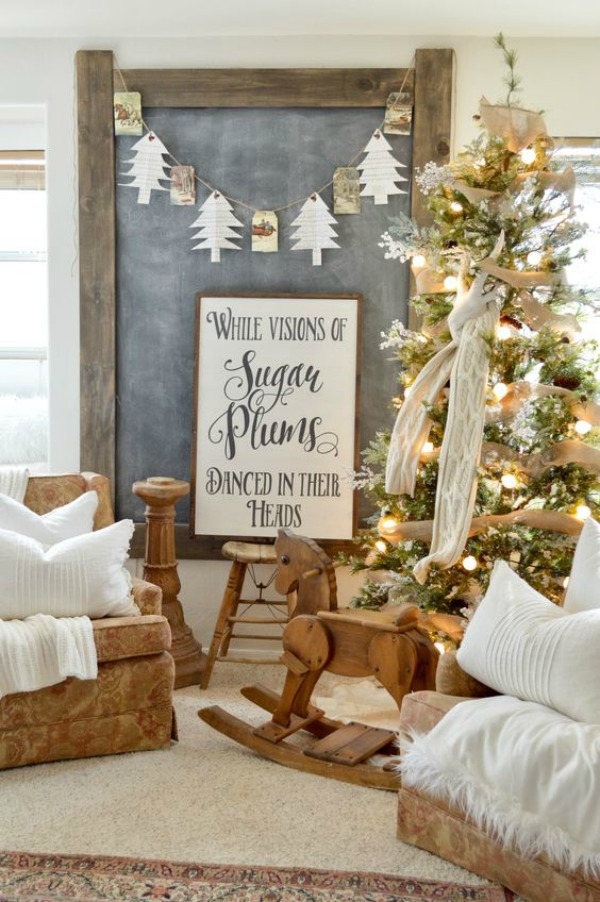 Check out these ideas for fabulous Farmhouse Christmas Decor.