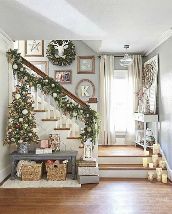 Holiday Home Design Ideas: Farmhouse Christmas Decor Ideas